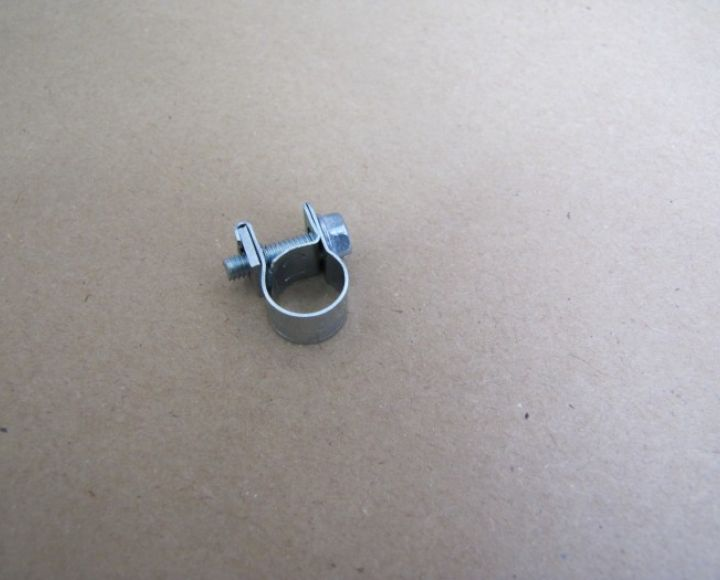 Objímka hadičky paliva na skrutku 8-10 mm