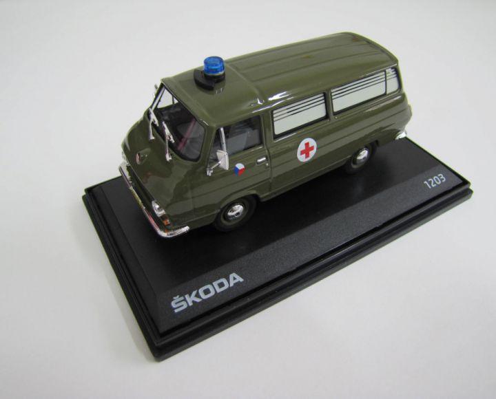 Model 1:43 - zelená vojenská sanitka - Škoda 1203